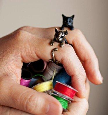 彼女のプレゼントに最適!指にしがみつく猫が可愛いぃ
