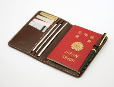 プレゼントに最適!デザインがカッコいいパスポート入れ19選