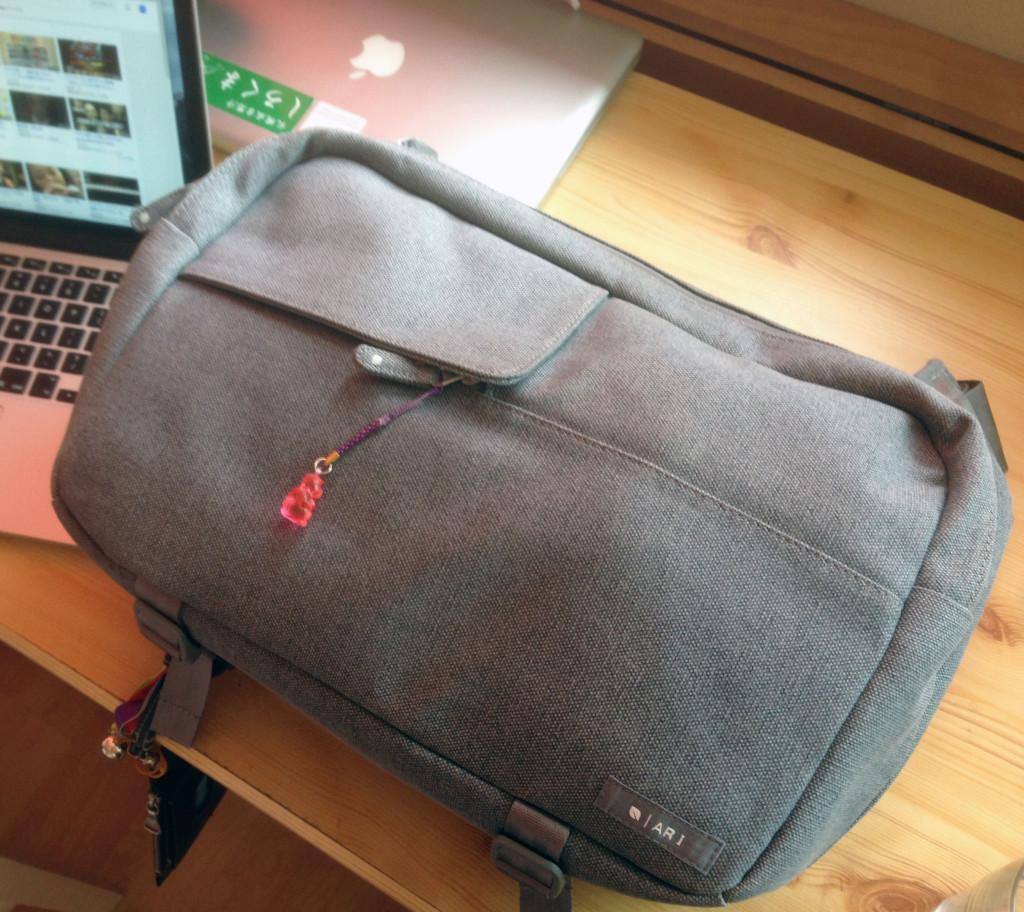 Macユーザー、一眼レフユーザーに最適!incase Ari Marcopoulos Camera Bag レビュー!