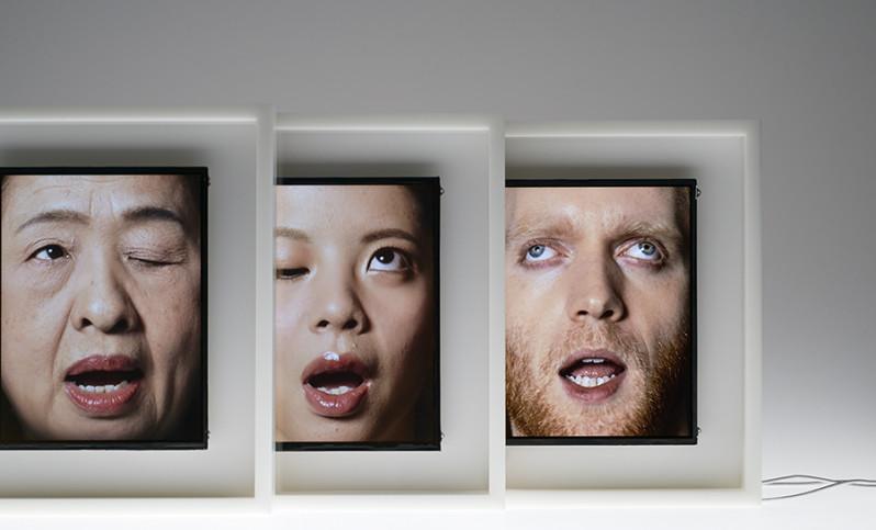 まさにアートすぎる!人間の顔で時間を表現する「忍耐」がテーマな電子時計がすごいw